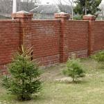 кирпичный забор, строим