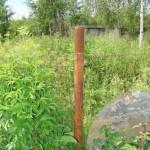 Изготовить столб для забора металлический не составит труда и недорого. Это составной столб.